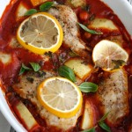 Kyllingform med tomatsaus og kikerter