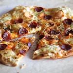 Hvit pizza med chorizo og søtpotet