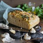 Eltefri focaccia med persille og hvitløk