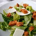Cæsarsalat med hjemmelagde krutonger