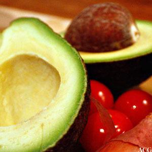 guacamole lages av avokado, løk og tomater