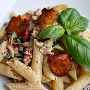 tallerken med pasta og katareller