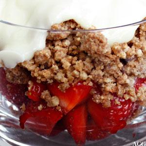 jordbærdrøm - jordbærdessert med hvit sjokoladesaus