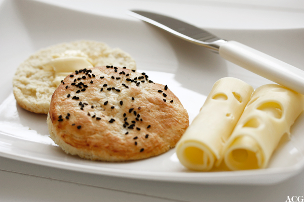 nigellascones med smør og ost
