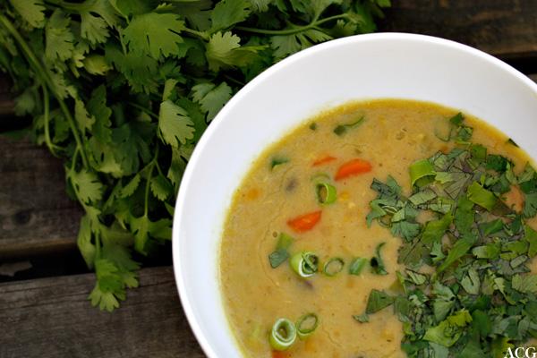 linsesuppe med erter og kokosmelk