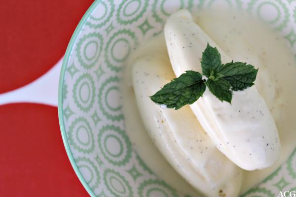bilde av vaniljeiskuler ovenfra, med mynteblad