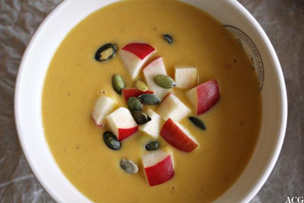 bilde ovenfra av suppetallerken