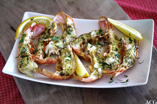 tallerken med grillede sjøkreps