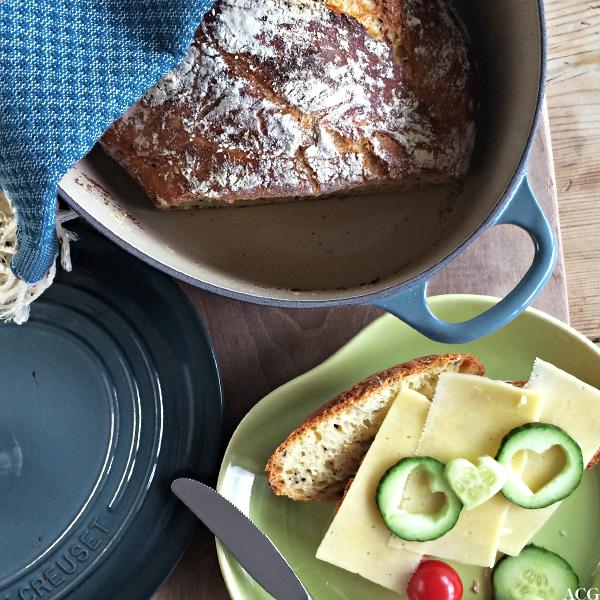 Bilde av grytebrød og frokosttallerken