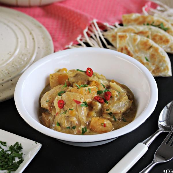 Bilde av tallerken med kyllinggryte med peanøttsaus