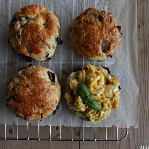 bilde av 4 scones på rist