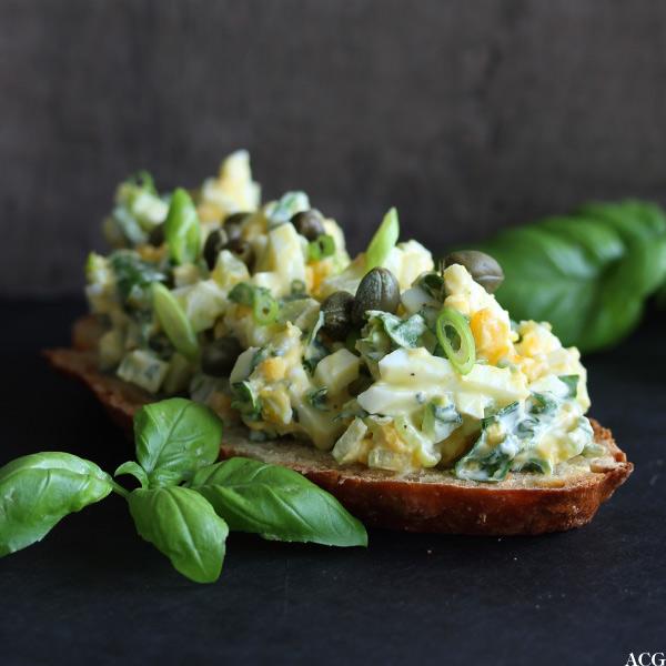 Bilde av brødskive med eggesalat
