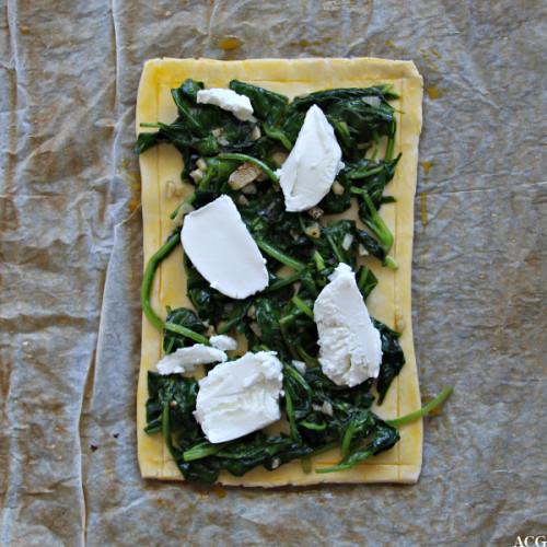Bilde av ustekt tertebunn med spinat og norsk chevre