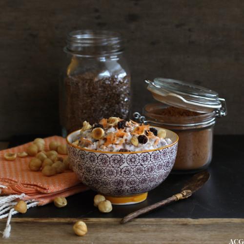 kjøleskapsgrøt med gulrot, rosin og nøtter
