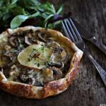 Rustikk pai med sopp og blåmuggost