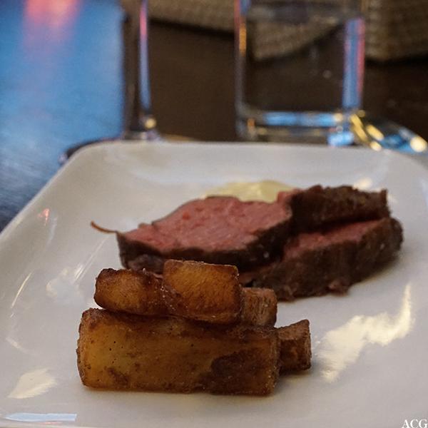 entrecôte soud vide, tilberedt med flytende nitrogen, trippelfriterte potetstaver og bearnaise sous vide