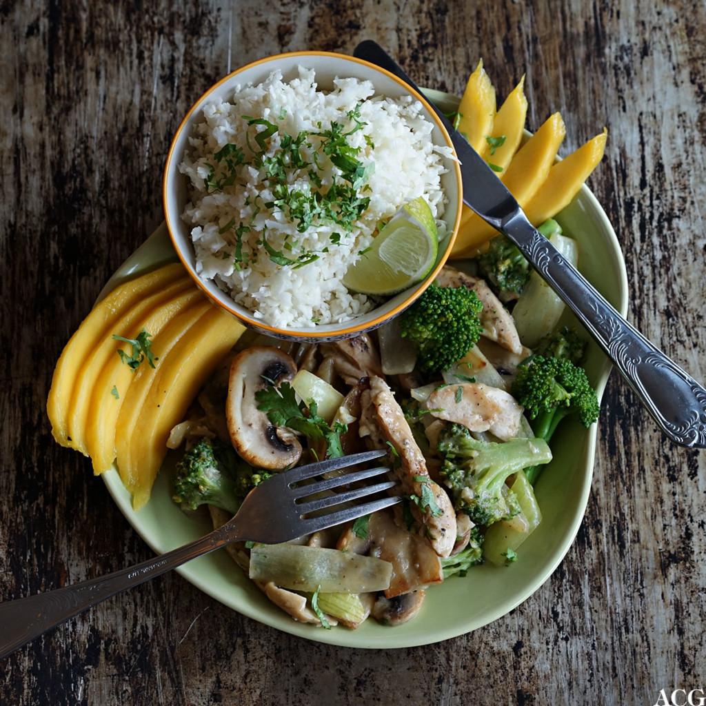 kylling i grønn karri med brokkoli og sopp
