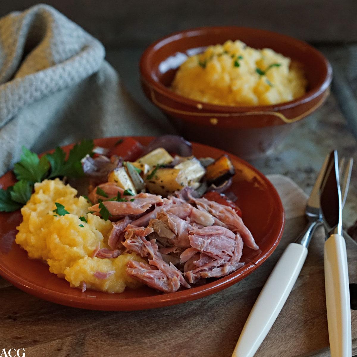 kokt svineknoke med kålrotstappe