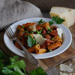 One pot pasta med chorizo og ajvar