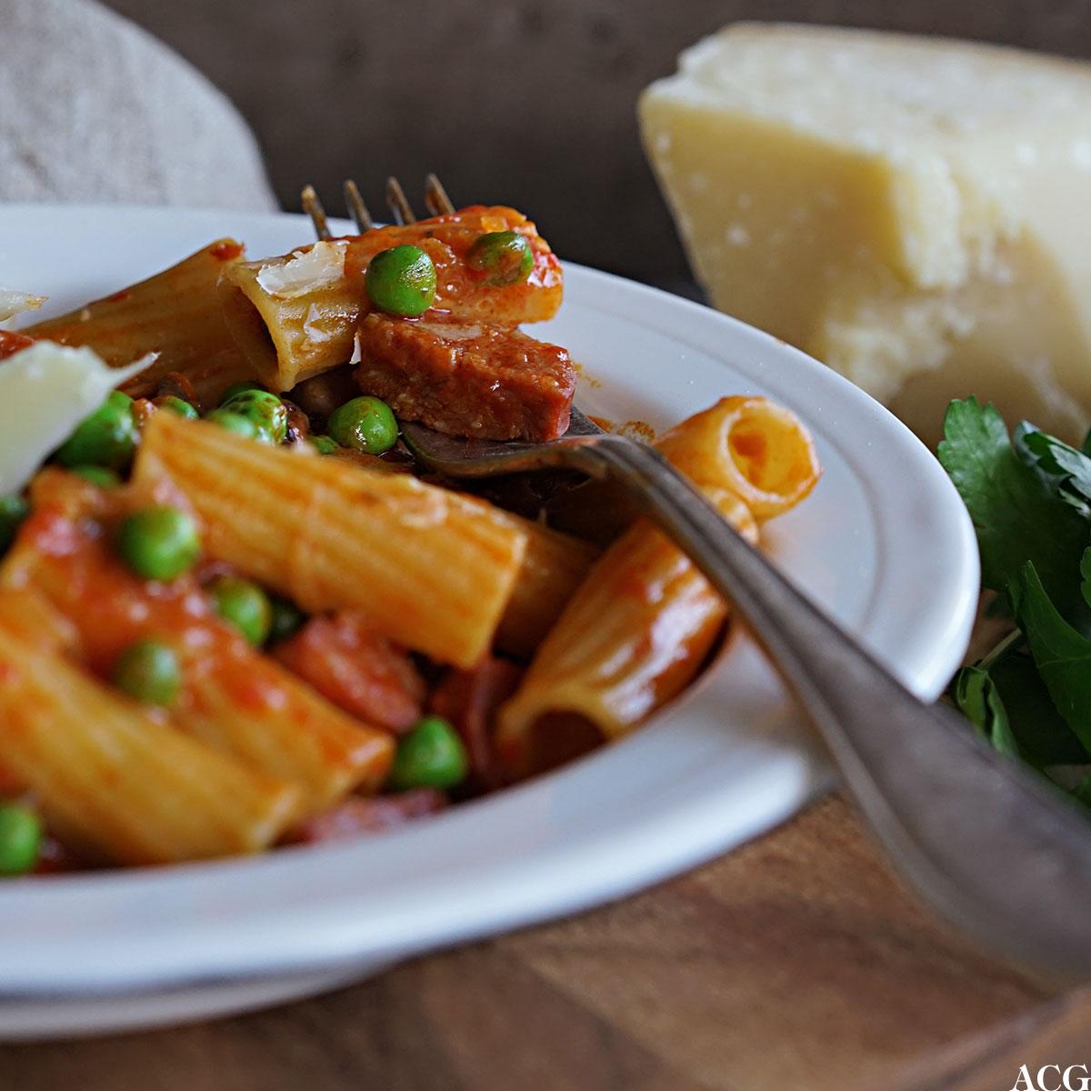 one pot pasta med ajvar og chorizo
