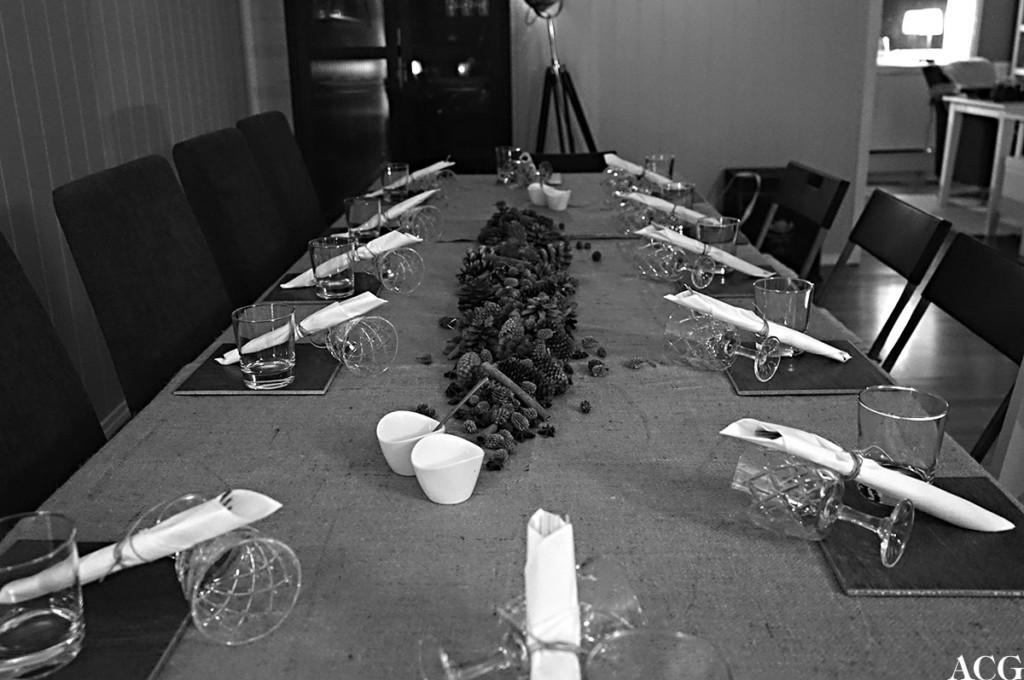 Dekket bord hos Rolf - EatWith vert i Kristiansand