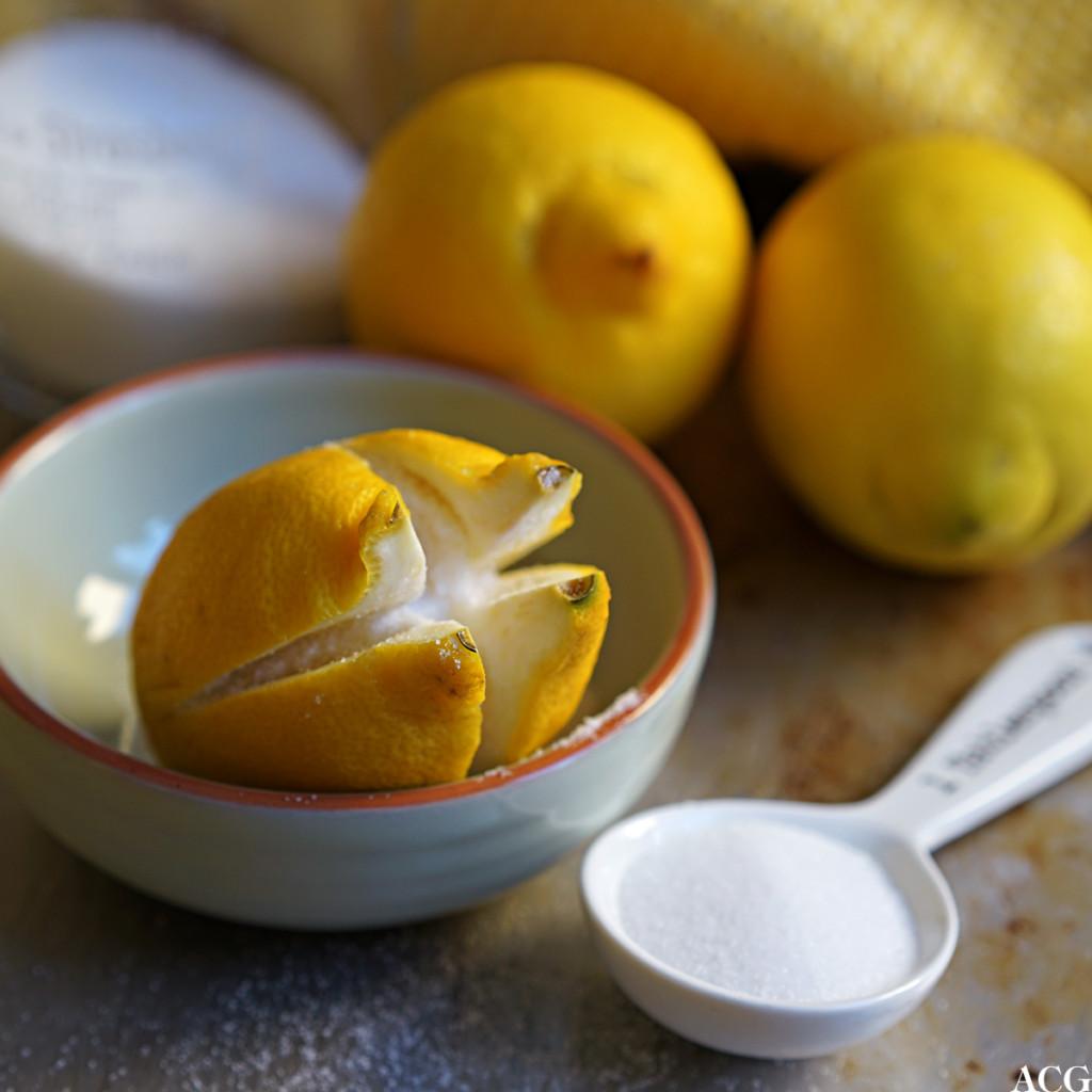 Syltede sitroner fylles med salt