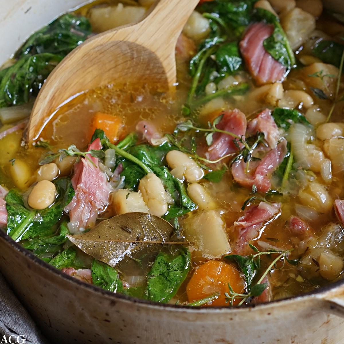 bønnegryte med salt svineknoke og spinat